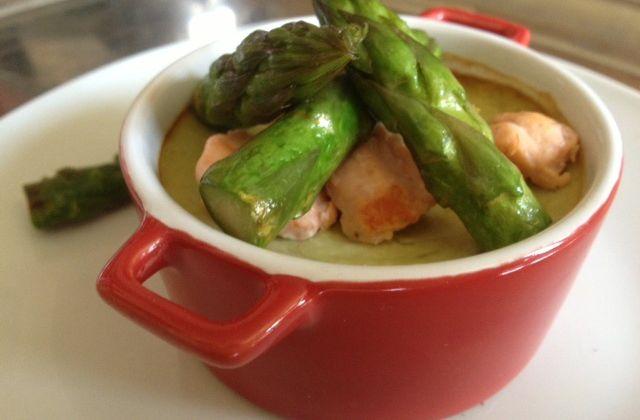 Petits flans aux asperges vertes et au saumon frais
