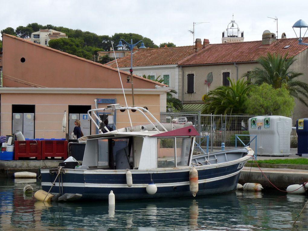 YOUPI TWO , a quai dans le port de Saint Mandrier  (Var) le 16 octobre 2016