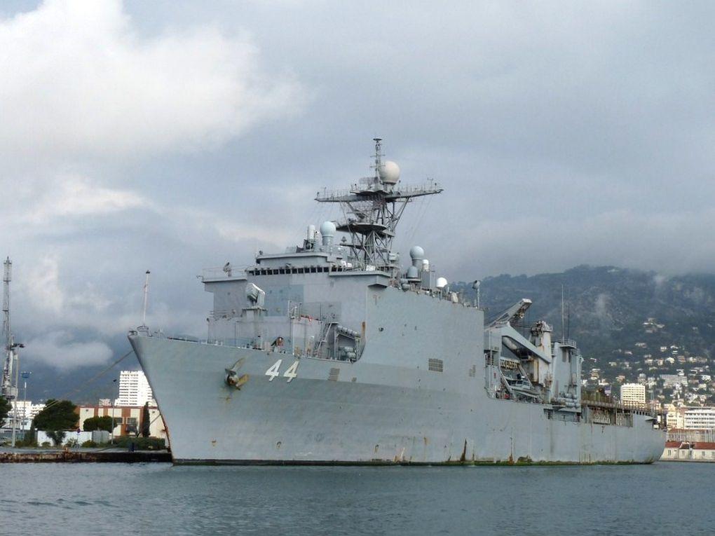 GUNSTON  HALL  44 , batiment amphibie de la marine Américaine