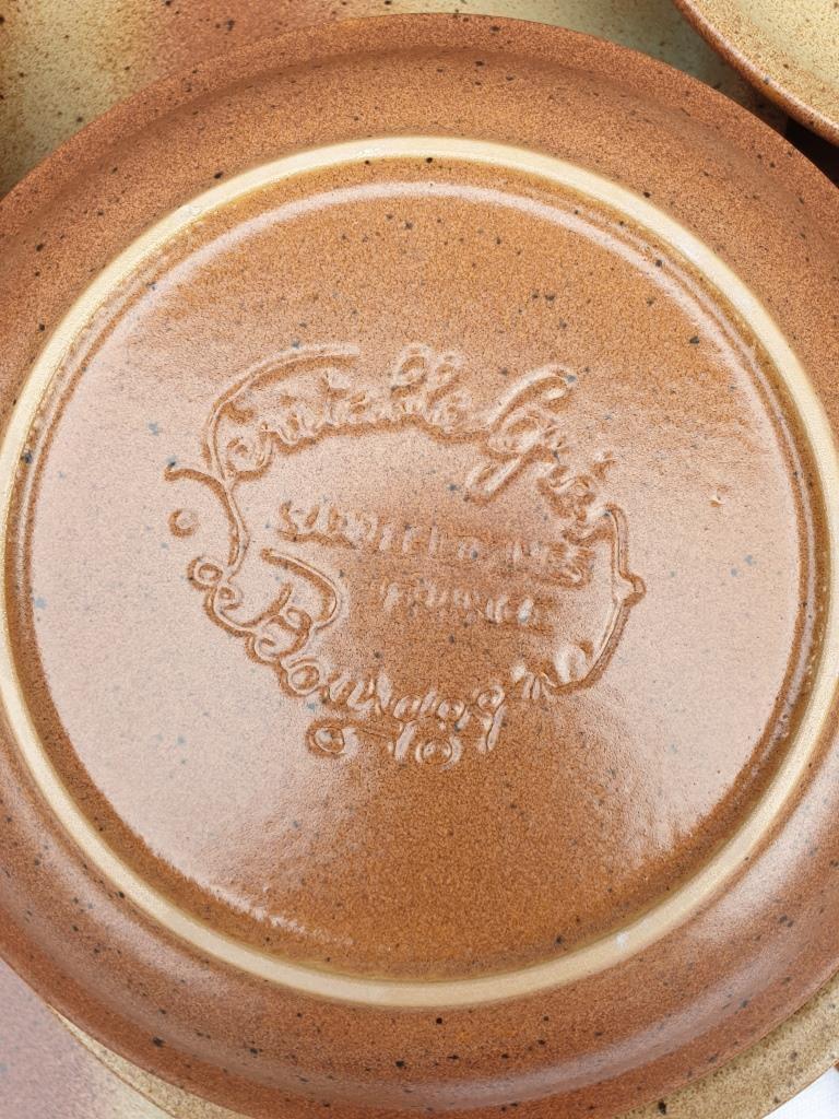 Set 12 assiettes et 1 plat grès de Bourgogne Sarreguemines - 50 euros