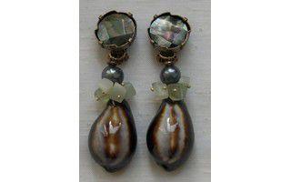 Bijoux de créateur à Paris. Boucles d'oreilles clips et colliers.