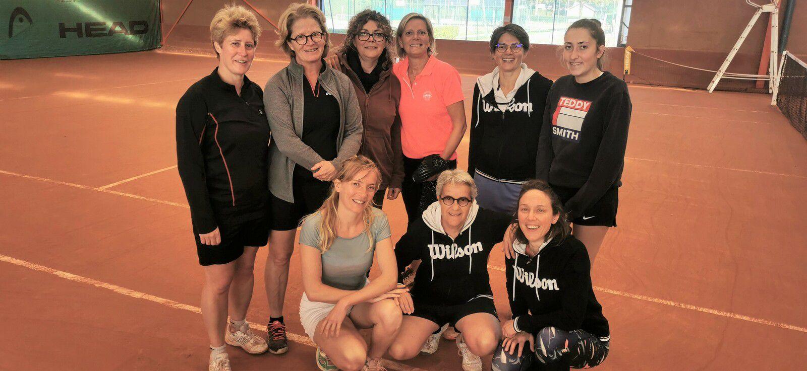 Le groupe Cabourg-Potigny au pot d'après-match en terrasse ... un 10 octobre !!!