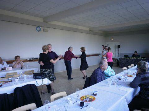 Thé dansant : la reprise, une belle réussite, nombreux danseurs et danseuses, bonne ambiance.