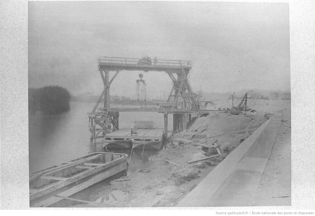 Reportage photographique du chantier de construction du second barrage de Poses, entre 1878 et 1885 (photographies disponibles à la Bibliothèque nationale de France et reproduites sur son site Gallica).