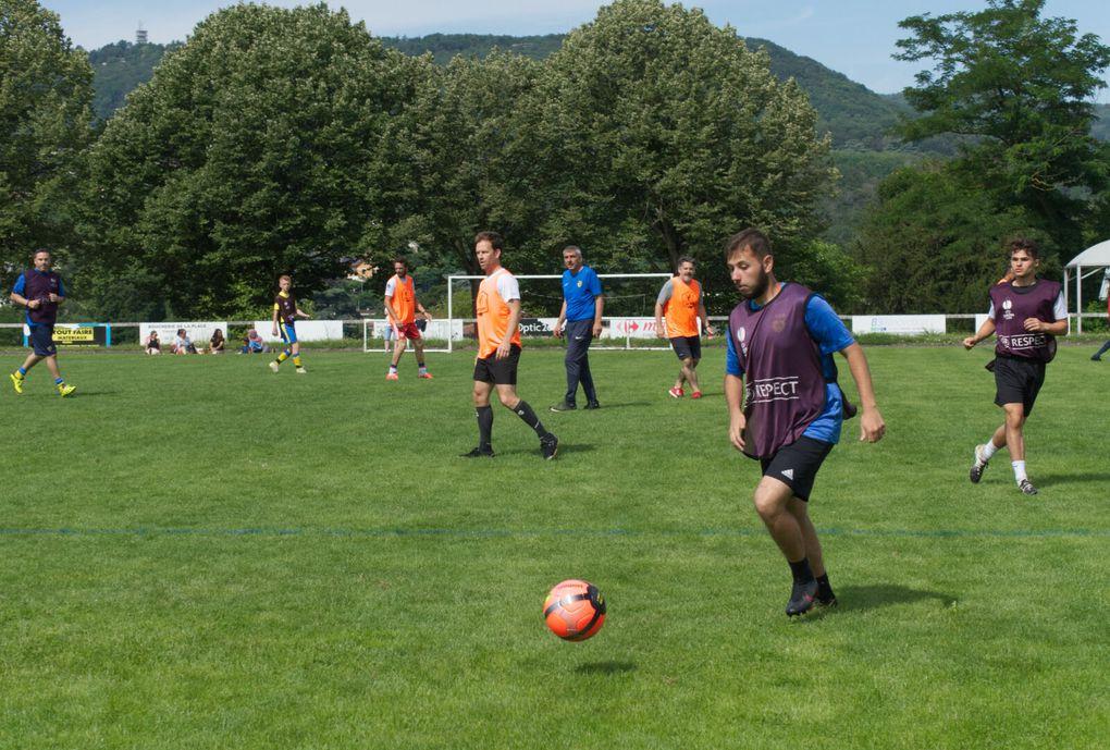 Fête de l'Ecole de Foot : le match du matin (Papas contre Educateurs)