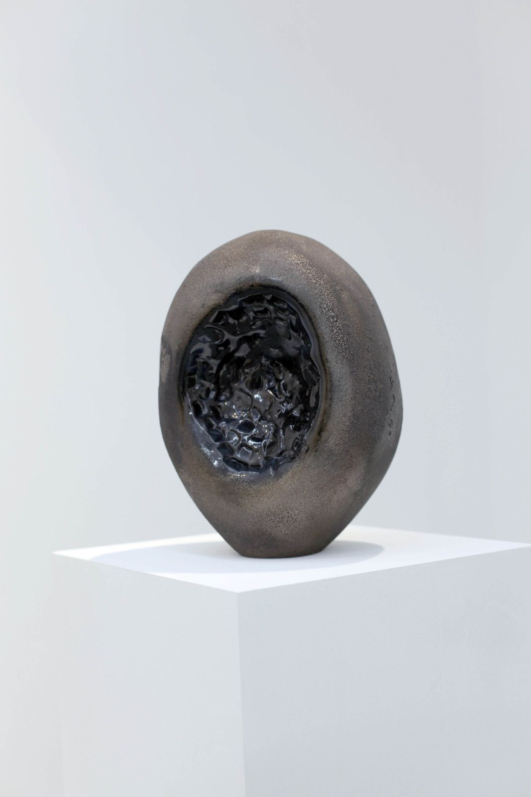 """Uncertain Black Stone"", 2016 de Mehdi- Georges LAHLOU - Courtesy de l'artiste et la Galerie Rabouan & Moussion © Photo Éric Simon"