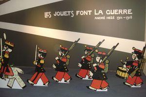 à Marseille les jouets font la guerre...