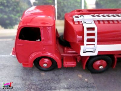 camion-citerne-esso-panhard-dinky-toys-reedition-atlas