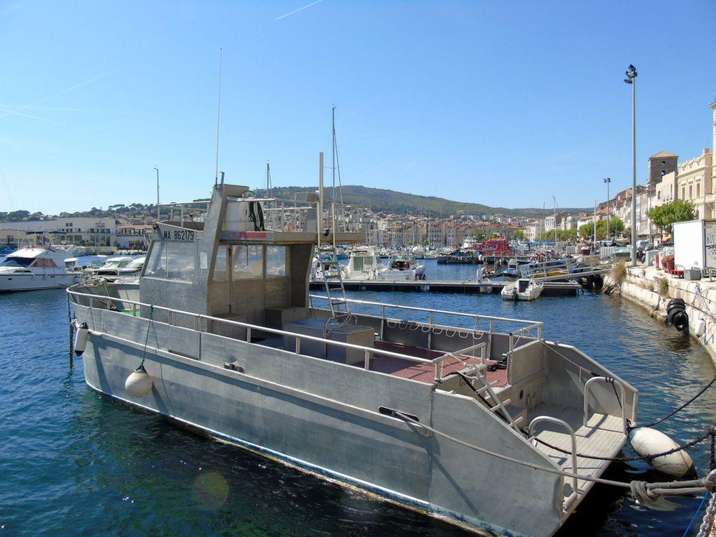 GUEPARD , navire d'un clud de plongée dans le port de la Ciotat (13)  le 23 avril 2017
