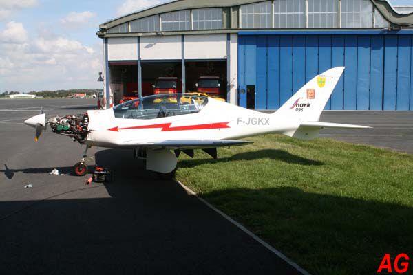 L'ULM Shark Aéro Shark UL F-JGKX avec une déco style Normandie Niemen.