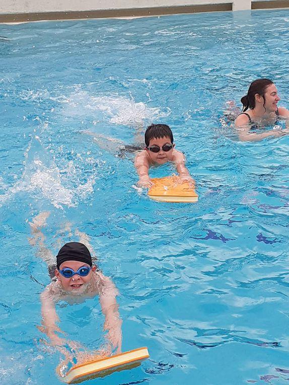 Les élèves de CM1 à la piscine!