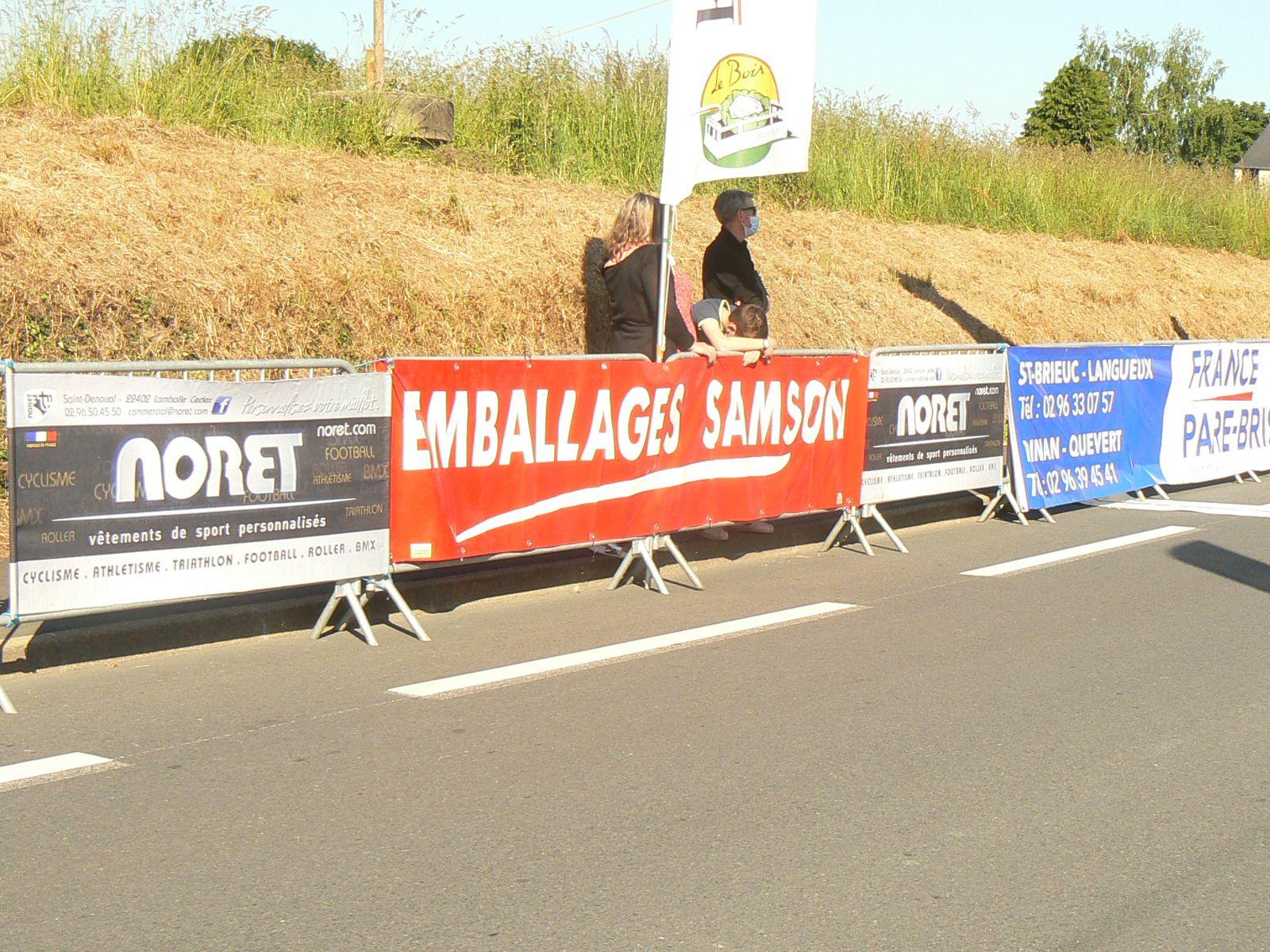 Quelques sponsors de l'épreuve du jour, suivie d'une course Minimes, Cadets, puis Nationale Juniors.
