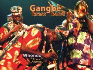 gangbé brass band, huit chanteurs souffleurs et percussionnistes au service d'une pimpante fanfare béninoise nourrie aux sources des traditions vaudoues