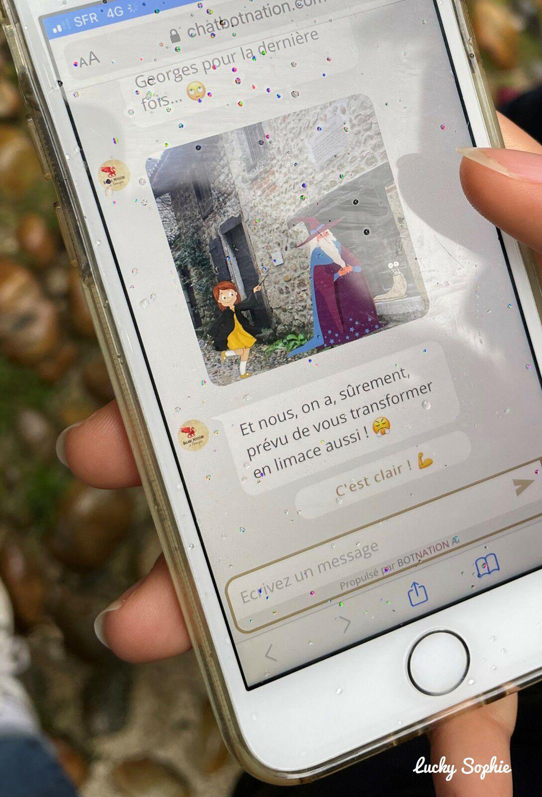 Un jeu connecté via chatbot, qui se déroule comme si on échangeait des sms avec les personnages du jeu, très original et ludique !