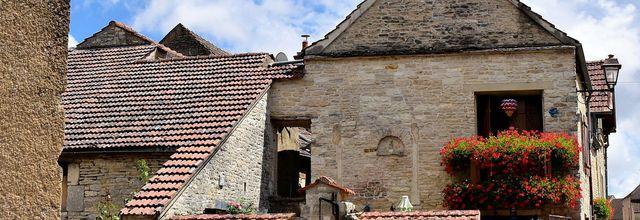 Noyers-sur-Serein, un badaudage dans les rues du village.