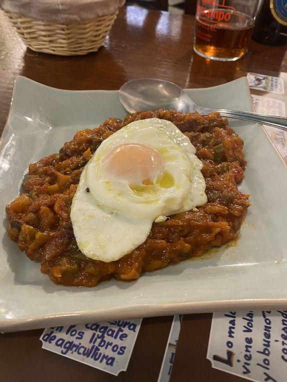 les plats andalous de Córdoba : Salmorejo, Ajo blanco, pisto y huevo frito, flamenquin, Rabo de  toro ...