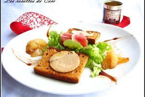 Toasts de foie gras en salade avec ses poires caramélisées
