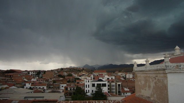 Fin de journée, le ciel se couvre et les orages grondent...