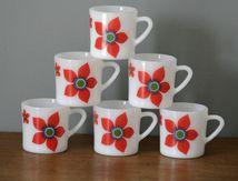 Lot de 6 tasses en Arcopal fleur rouge Années 70 - Vintage