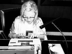 PHOTO Madonna : poitrine apparente, elle exaspère ... + Un cabinet d'avocats new-yorkais, spécialisé dans le show-business (Lady Gaga, Madonna ...) est confronté à une demande de rançon de la part du groupe de pirates Revil