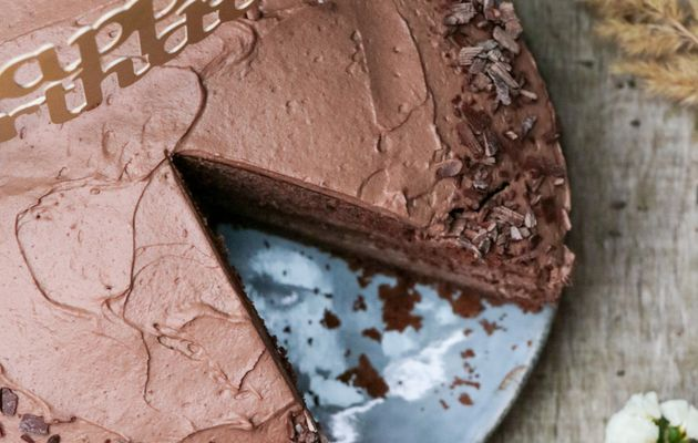 Gâteau d'anniversaire Layer cake chocolat et pâte à tartiner