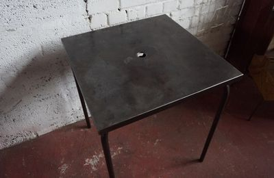TABLE METAL