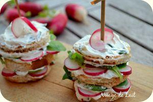 Mini Club Sandwich au St Môret®, Radis, Mâche et Pain Harrys