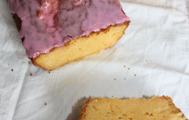 Cake moelleux au pamplemousse et son glaçage girly.