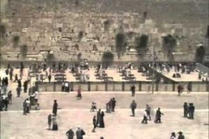 Les fidèles musulmans montrent leur respect de la liberté religieuse