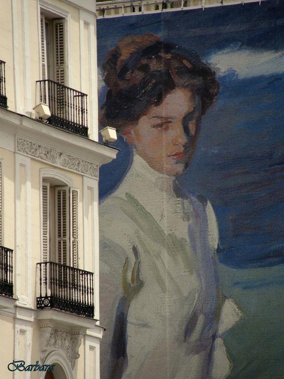Per la Mostra di Sorolla al Museo del Prado, Madrid ha steso giganteschi manifesti, alti quanto i Palazzi! ...Alzando lo sguardo si vede ICARO che precipita su un tetto ...