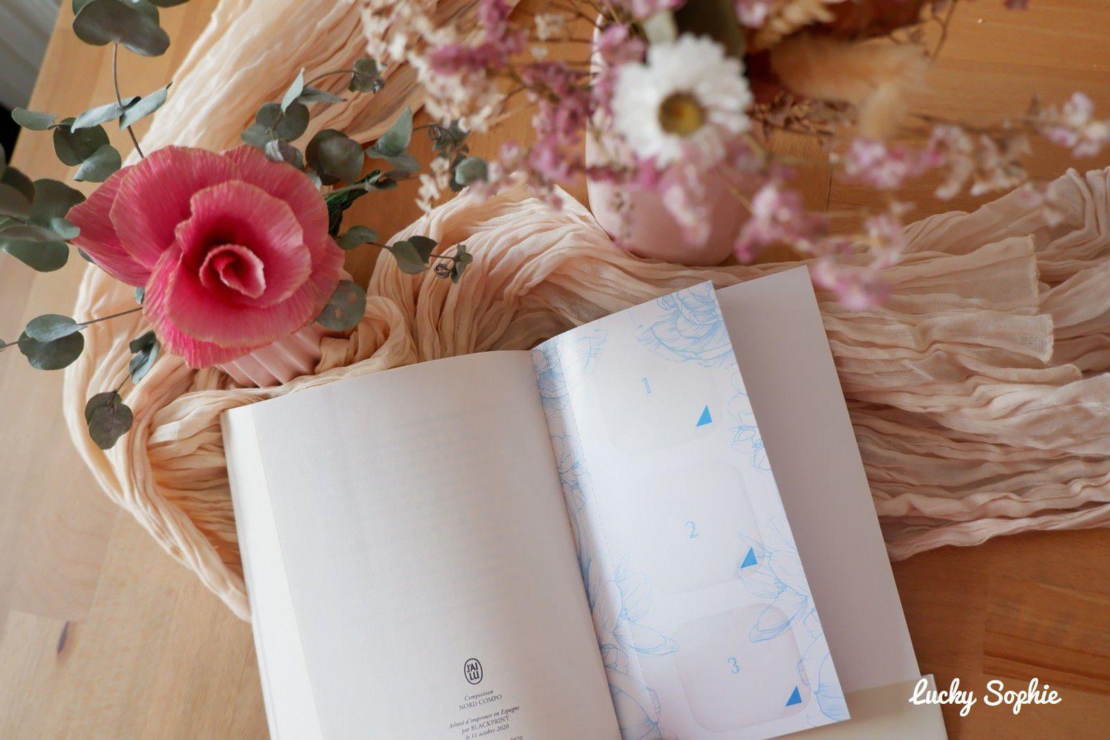 Un marque-page avec 6 zones de parfums à découvrir au fur et à mesure de l'histoire dans ce premier roman olfactif !