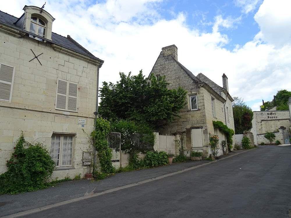 """MONTSOREAU """"Un des plus beaux villages de France"""""""