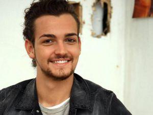 valerio scanu, un jeune chanteur italien qui participa à de nombreux tremplins et qui remporta le festival de sanremo en 2010