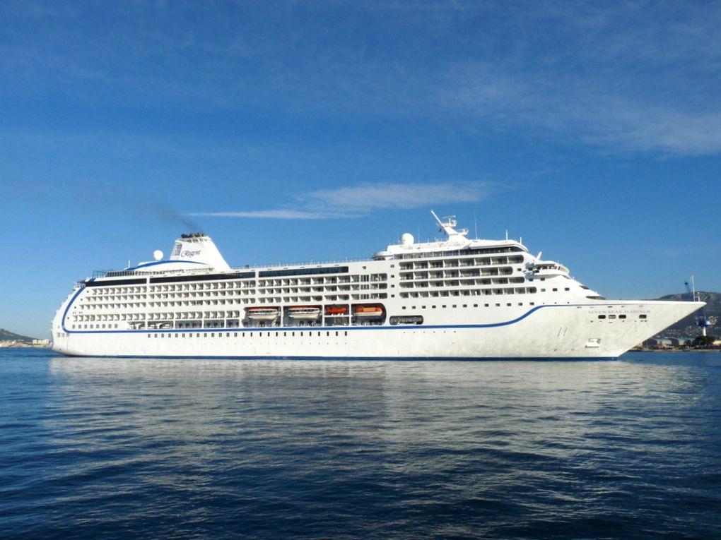 SEVEN SEAS  MARINER , arrivant à Toulon le 26 mai 2015