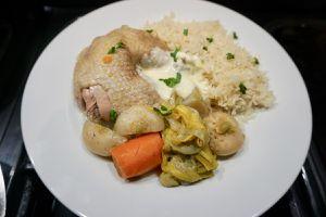Poule au pot, riz pilaf au four et sauce poulette