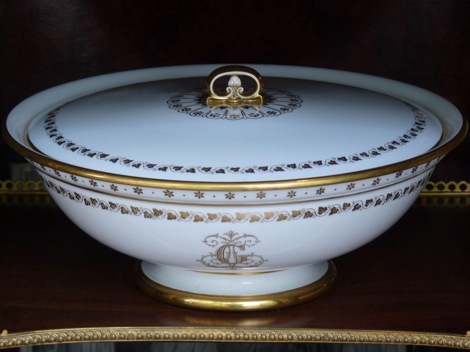 Porcelaine de Sèvres 1846, Jatte Couverte à Décor Or de Feuilles de Lierre