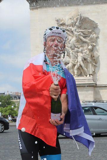 Un grand merci Cyril pour cette aventure humaine et félicitations au recordman et 1er Enduroman français