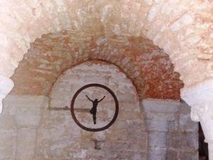 Lusignan : crypte de l'église.