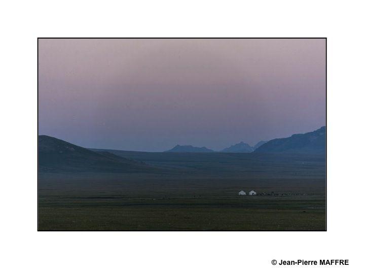 Entre ciels qui rougeoient subtilement et douceur des coloris, les lumières matinales ont parfois des teintes d'estampes japonaises.