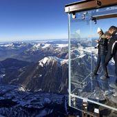 """VIDEO. Aiguille du Midi : le """"Pas dans le vide"""", une boîte en verre suspendue"""