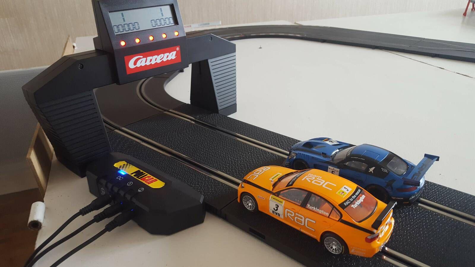 Une BMW et une Mercedes AMG en compétition