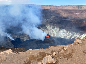Kilauea - Halema'uma'u lava lake - left, photo H. Dietterich - right, FTIR gas analysis - photo T. Elias USGS - one click to enlarge