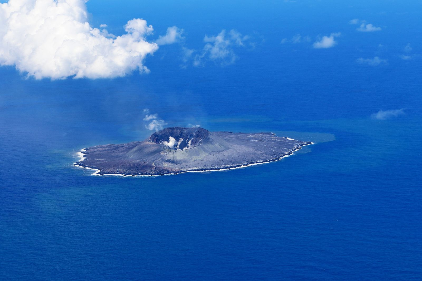 Nishinoshima - heavy ash emissions have stopped, leaving a huge crater - photo Japan Coast Guards 05.09.2020