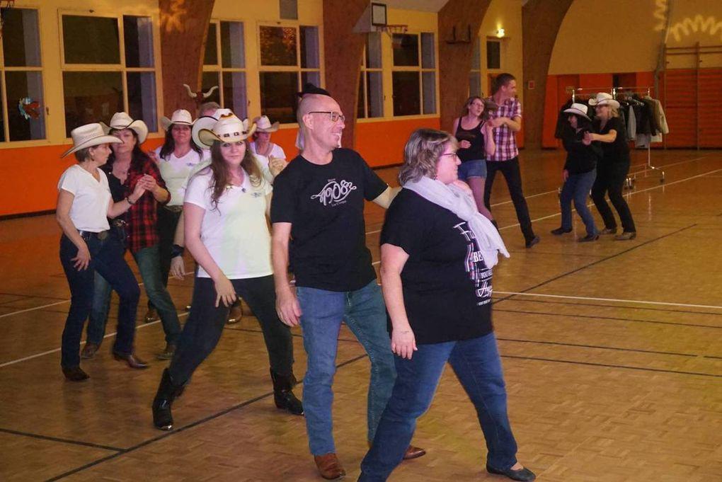 Beau bal country a Ladon chez Mary des danses pour tous une belle soirée