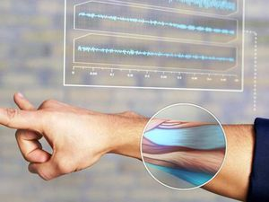 MYO – UN SYSTÈME DE CONTRÔLE GESTUEL QUI UTILISE LES CONTRACTIONS DE VOS MUSCLES