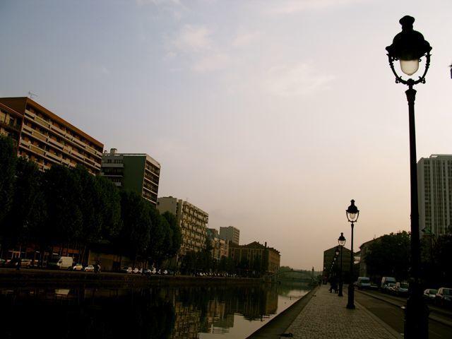 le bassin de la Villette qui relie canal Saint Martin et canal de l'Ourcq à Paris