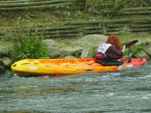 Les photos de la première partie des 24 heures kayak 2007 le samedi, une compétition loisir de kayak, disputée à Inzinzac-Lochrist, dans le Morbihan, en Bretagne. Les quelques 110 équipes de 8 kayakistes font le tour de l'île de Locastel penda