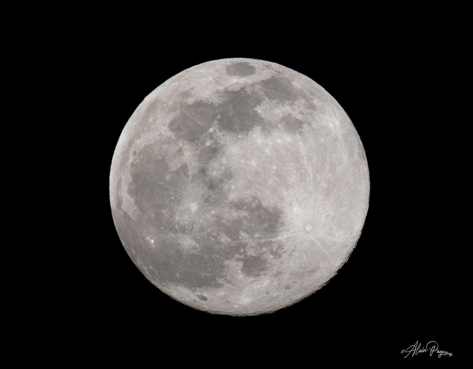 La pleine lune des neiges...