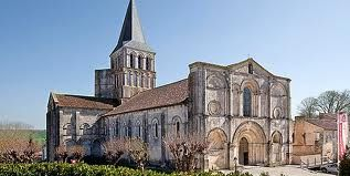 Photos de l 'église de Vars et de St Amant de Boixe
