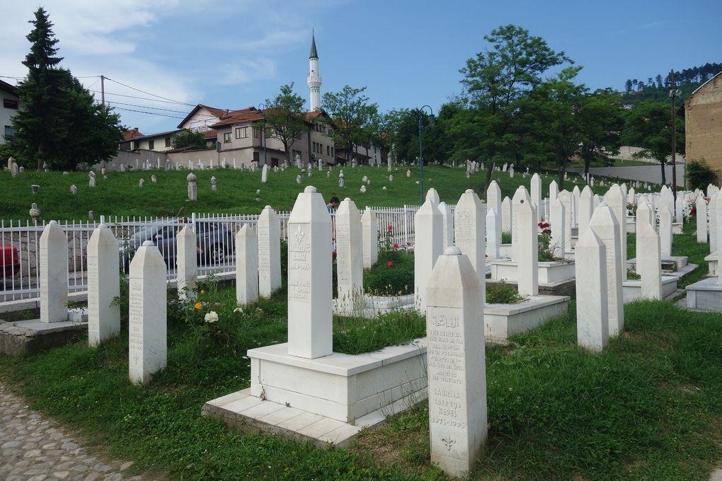 À Sarajevo : les rues du quartier ottoman, et un cimetière musulman.